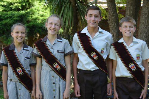 Zanelle Jansen van Rensburg (onderhoofmeisie), Eduané Janse van Rensburg (hoofmeisie), Simeon Vorster (hoofseun) en Jannie Truter (onderhoofseun) is Universitas Primêr se hoofleiers vir 2017.