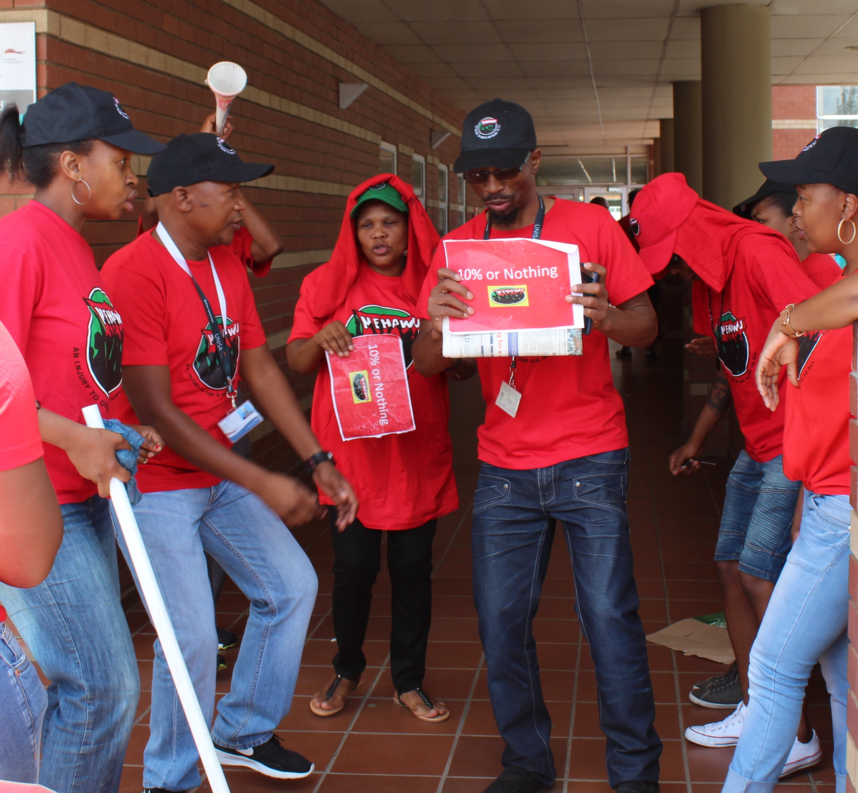 School Students Take To Streets To Protest Against Gun: Unisa Workers In Bfn Take To The Streets