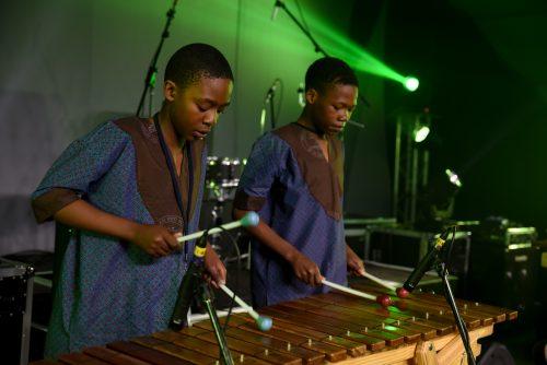 Die lerata Marimba Band se Petrus Motsabi en tshepang Seekoe.